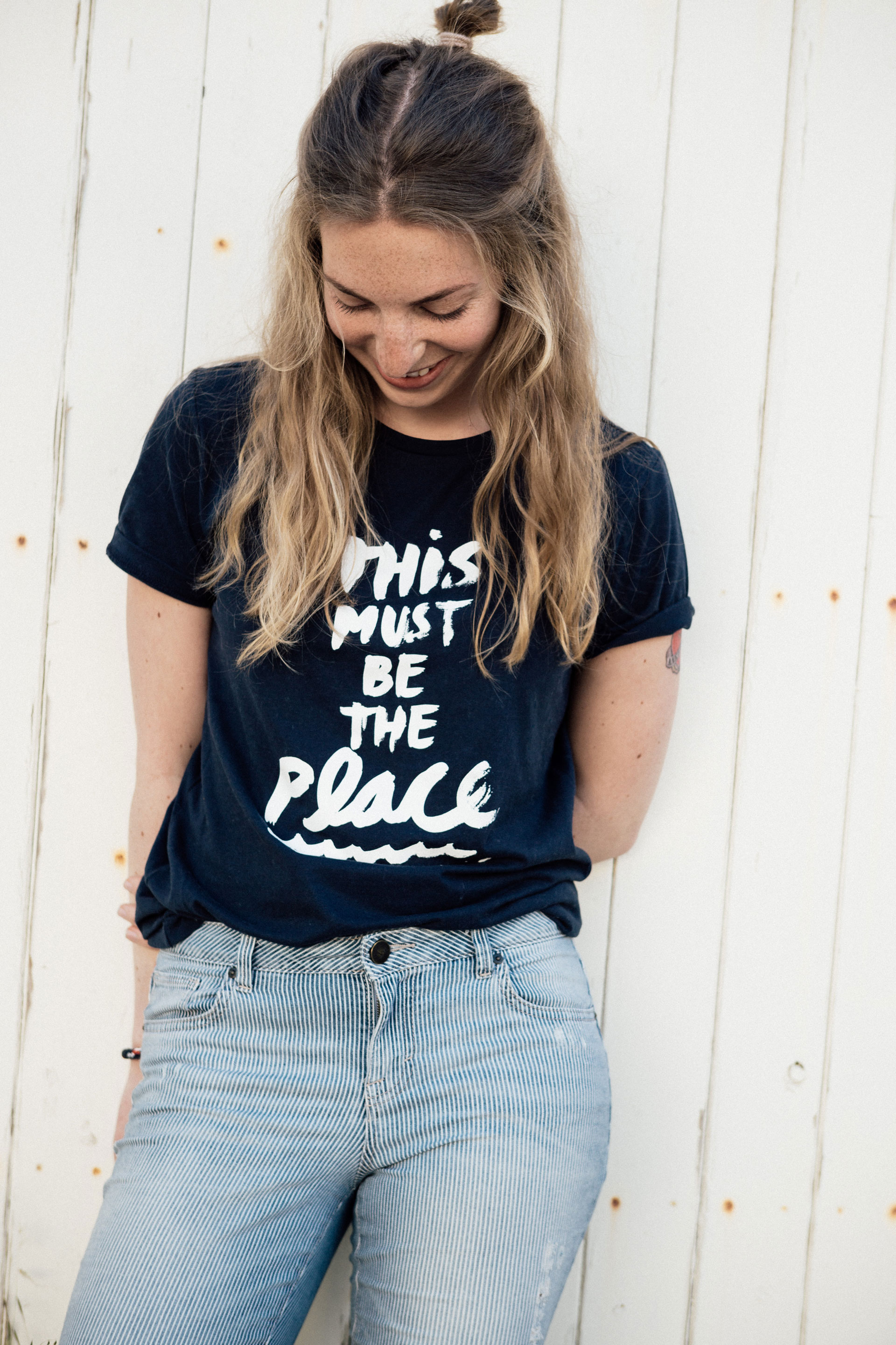 frauen t shirt this must be the place. Black Bedroom Furniture Sets. Home Design Ideas