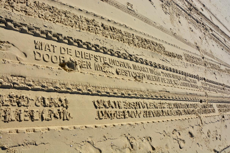 Spur Im Sand Lastwagen Schreibt Gedicht Auf Den Strand