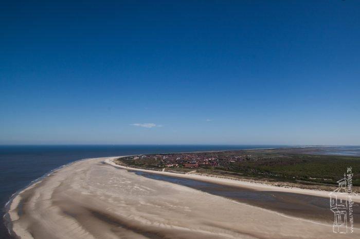 Hannes, der Inselfotograf von Langeoog, geht in die Luft. Hier sieht man die Sandbank vor der Insel.